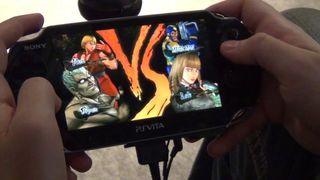 Jugando a Street Fighter x Tekken en PSVITA - Vandal TV TGS 2012