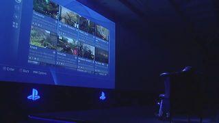 PlayStation 4 - Shuhei Yoshida con la consola