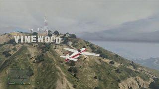 Grand Theft Auto V - Volando por Vinewood